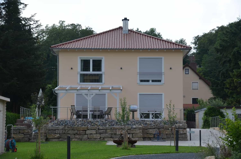 2 - geschossige Stadtvilla auf Bodenplatte, 25 Grad Zeltdach in Winterhausen