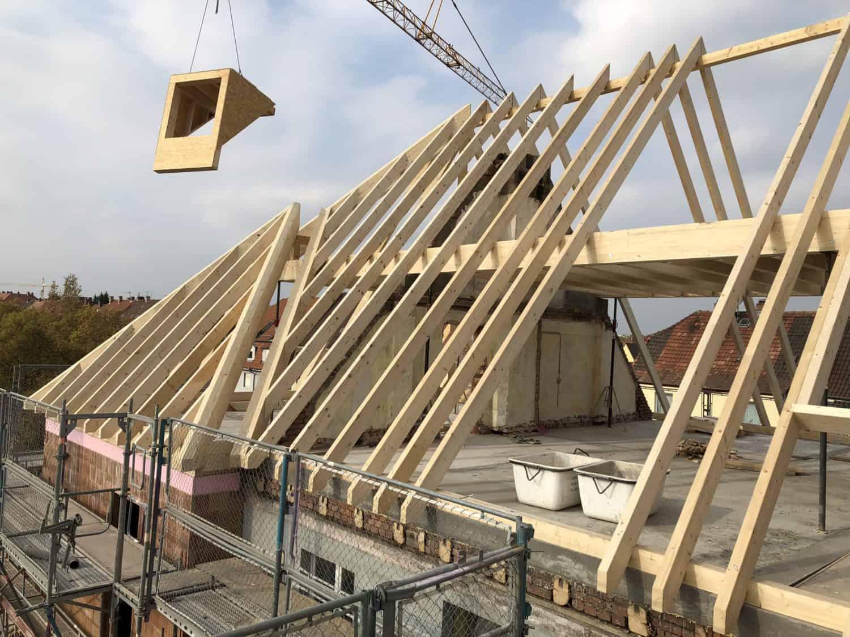 Aufrichten Dachstuhl Studentenwohnheim DORNBAU
