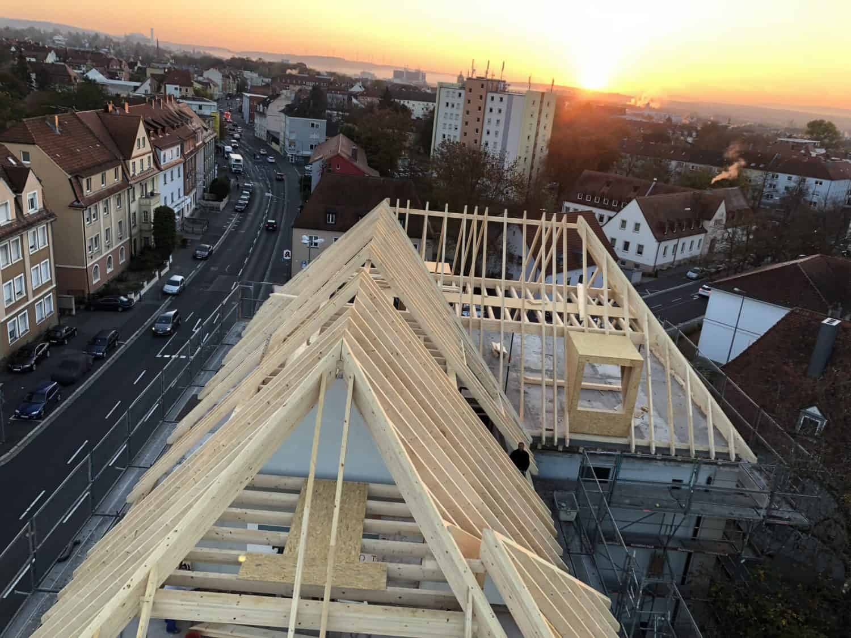 Aufrichten Dachstuhl Studentenwohnheim DORNBAU 2